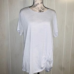 📦 Moving Sale📦 Old Navy Active knotted tee